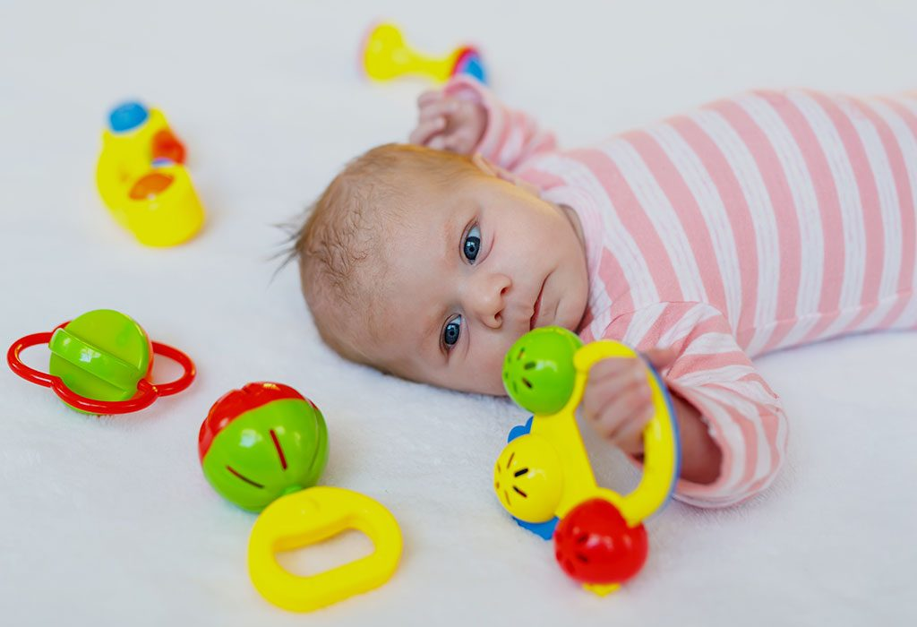 Когда давать ребенку погремушку? игрушки для ребенка по возрасту. в каком возрасте ребенку нужна погремушка?