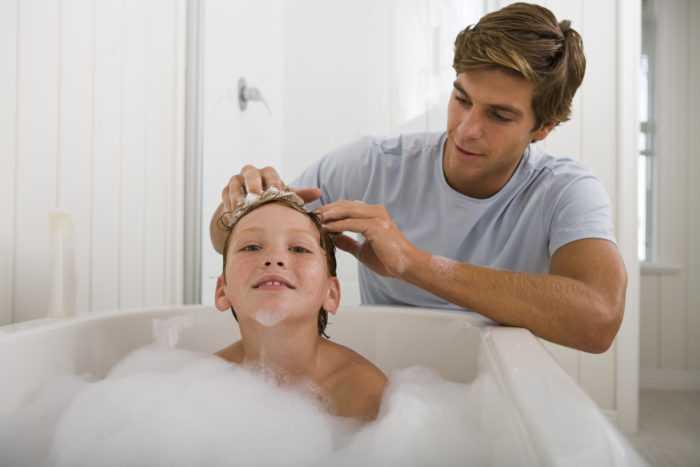 Ребенок боится мыть голову — что делать и как мыть голову ребенку