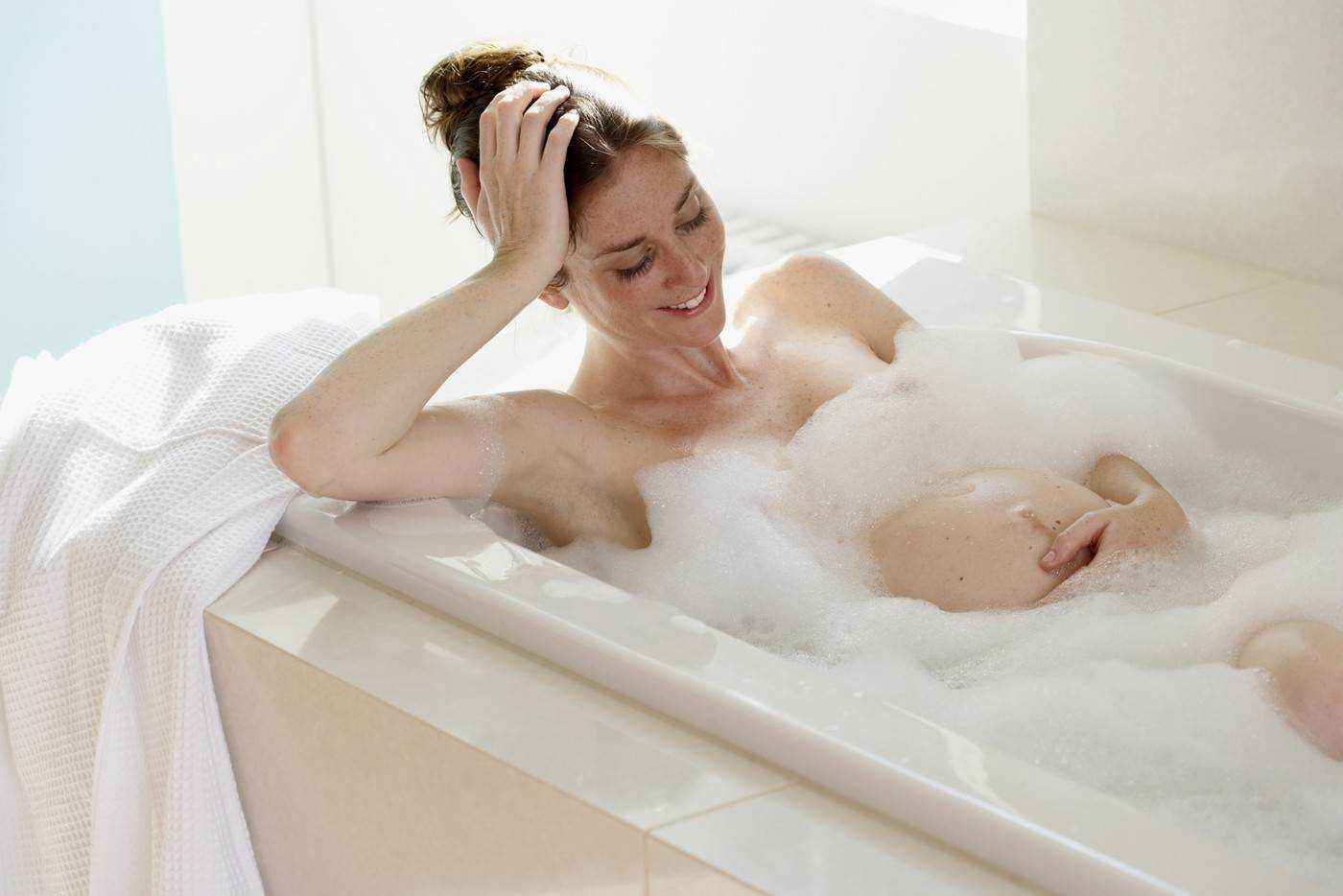 Через сколько можно купаться после кесарева сечения. когда разрешается принимать ванну или душ после родов и кесарева сечения: основные нюансы - новая медицина