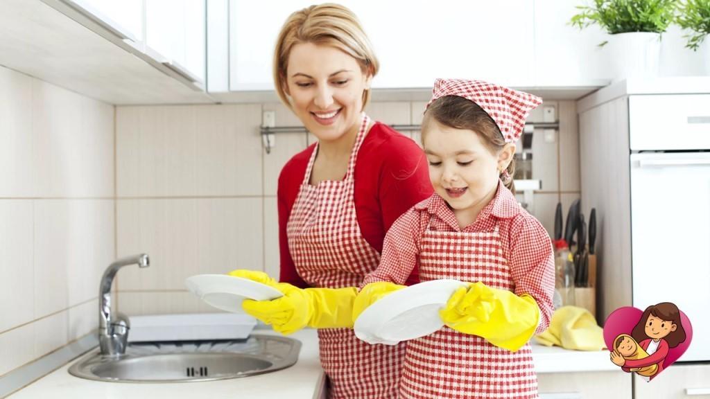 Ребенок не хочет помогать родителям по дому: 5 советов от психолога