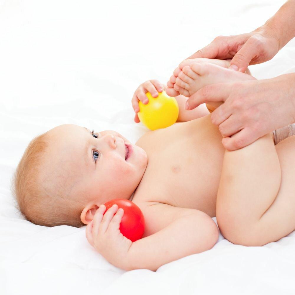 Как делать массаж при коликах новорожденному?