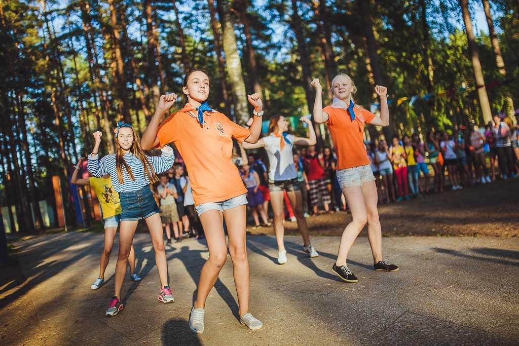 Детский лагерь (122 фото): летний для детей до 17 лет, путевки на лето в связист