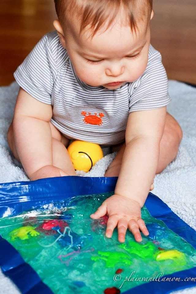 Развитие ребенка в 6 месяцев: питание, вес и рост в полгода, уход за малышом