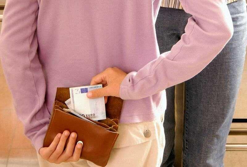 Ребенок ворует деньги у родителей: что делать?