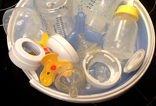 Масла для новорожденных: джонсонс бэби, саносан, малыш, урьяж, logona – состав, применение, вероятность аллергии, нужно ли наносить на детскую кожу после купания?