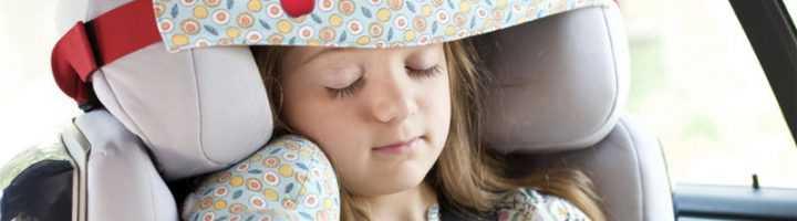 Как зафиксировать голову ребенка в автокресле во время сна