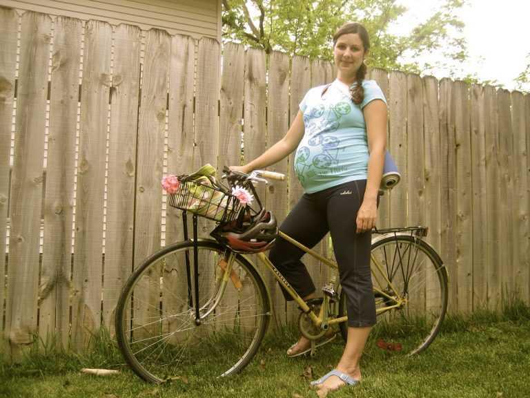 Можно ли беременным ездить на велосипеде: почему во время беременности нельзя, даже на раннем сроке, опасность для ребенка, в каком триместре лучше не кататься