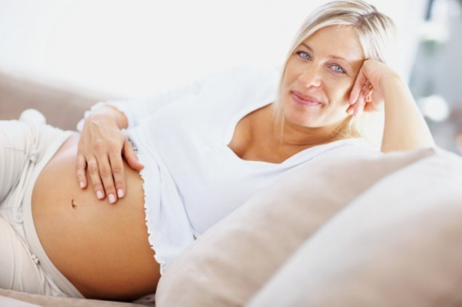 Поздняя беременность после 35 и 40 лет: развитие плода и ощущения женщины по неделям, противопоказания, риски, мнение врачей и отзывы