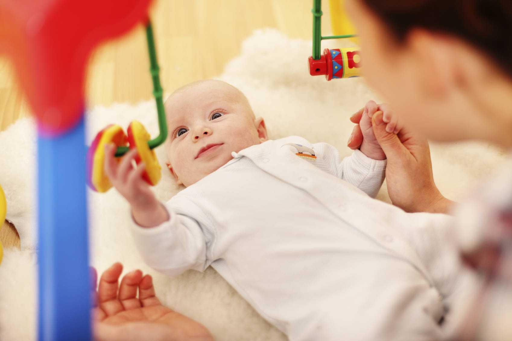 Особенности развития ребенка в 4 месяца