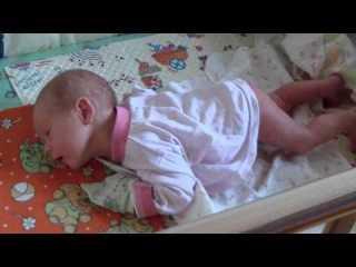 Ребенок в 4 месяца плохо держит голову: причины и что делать? когда ребенок начинает держать голову самостоятельно