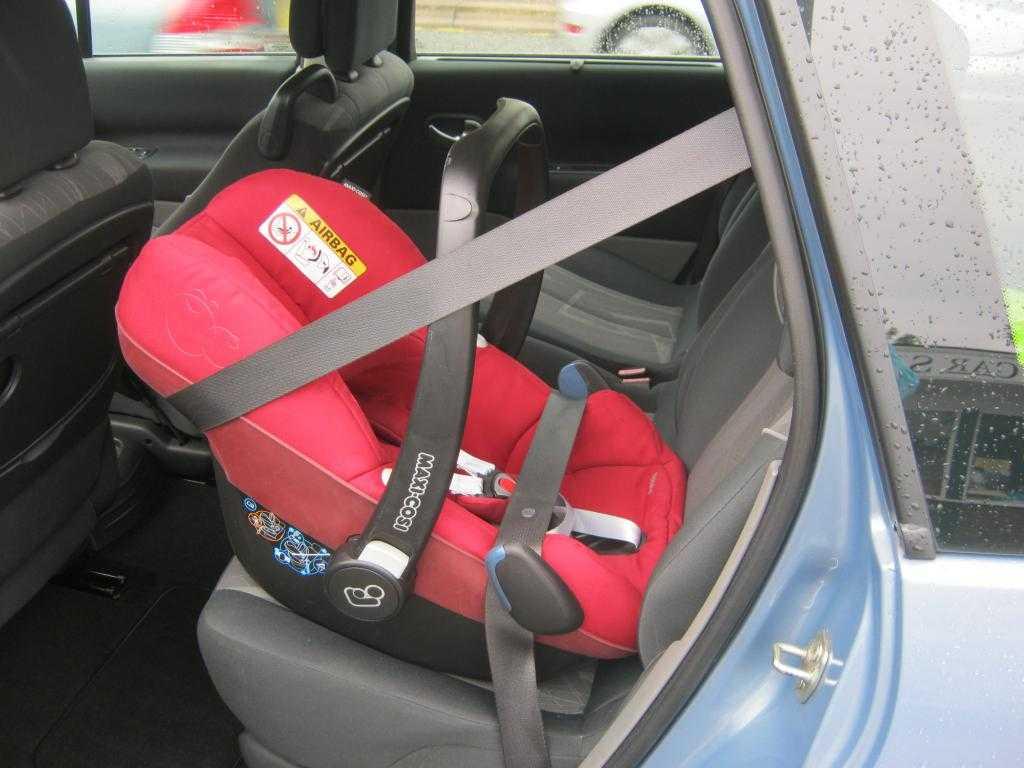 Где самое безопасное место в машине для автокресла   the robot