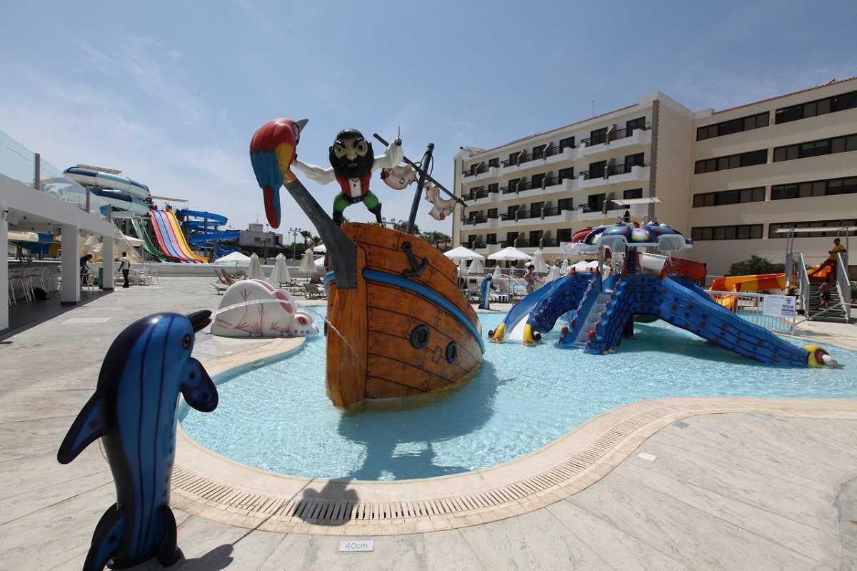 Семейные отели протараса для отдыха с детьми и детскими развлечениями