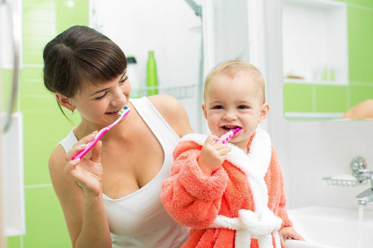 Как научить ребенка чистить зубы: приучить, заставить