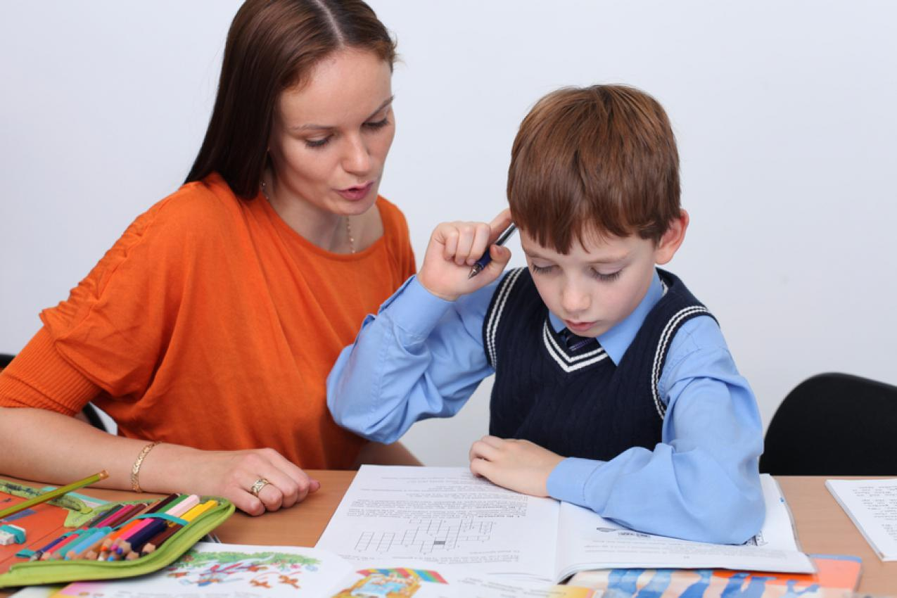Как научить ребёнка писать красиво: советы родителям по постановке аккуратного почерка