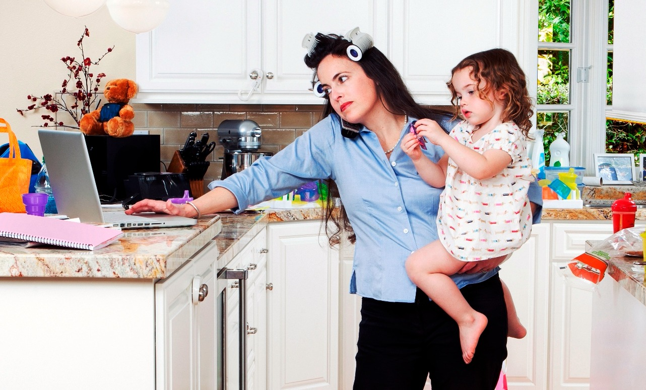 Что не так с выражением «сидеть в декрете»: отвечают матери