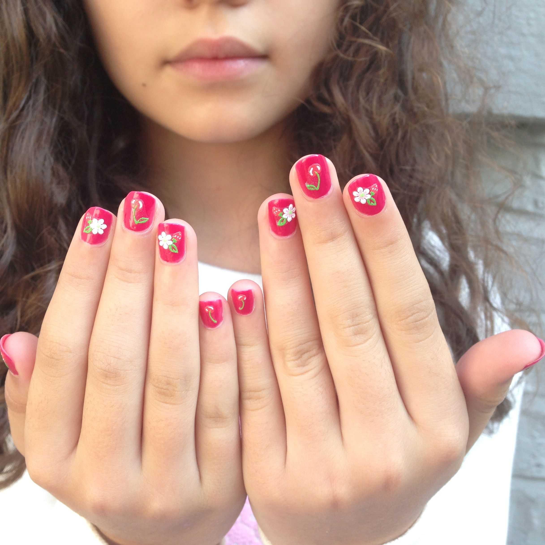 Маникюр для девочек 9-12 лет (71 фото): как сделать красивые ногти подростку 10-11 лет? можно ли нарастить ногти ребенку?