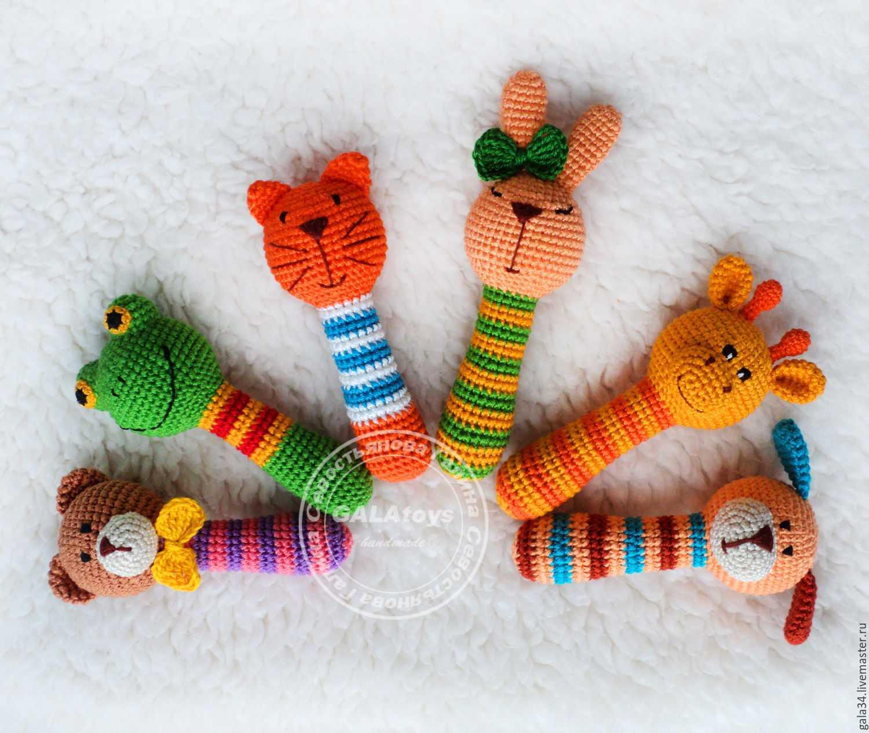 Комфортер крючком - 15 схем вязания игрушки  для новорожденного