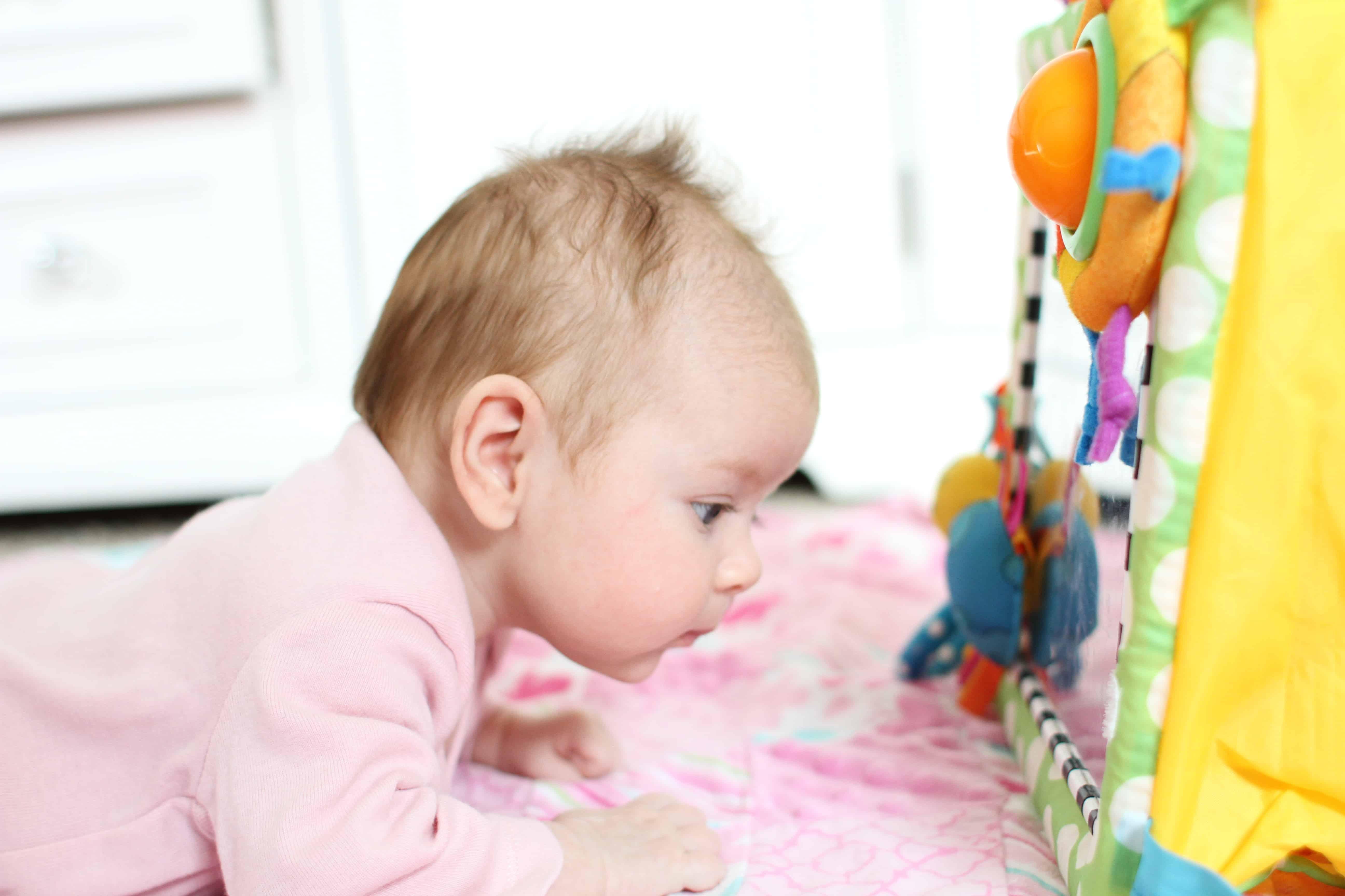 Ребенку 3 5 месяца плохо держит голову