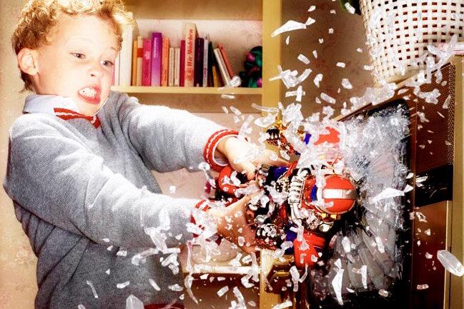 Почему ребенок ломает игрушки назло и как отучить ребенка ломать игрушки