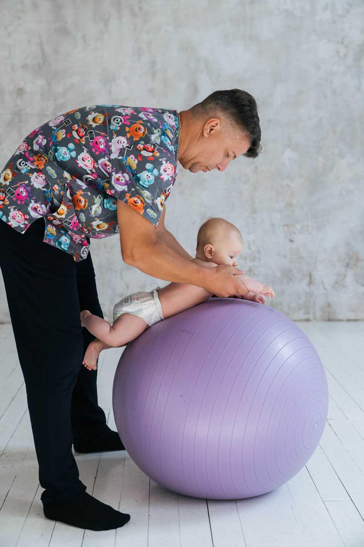 Фитбол для грудничков - 10 простых упражнений: много видео
