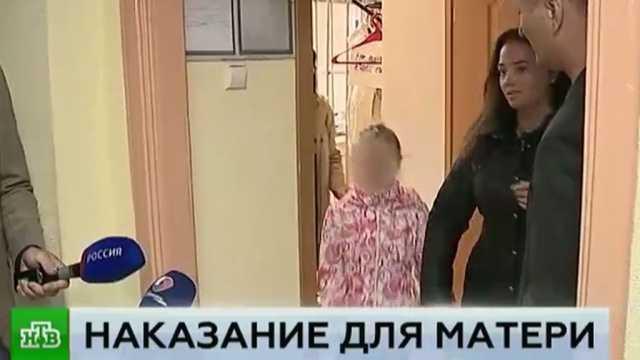 Младенец дерется и бьет маму по лицу: что делать?