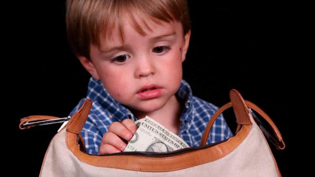 Что делать если ребенок ворует: причины детского воровства и советы психологов