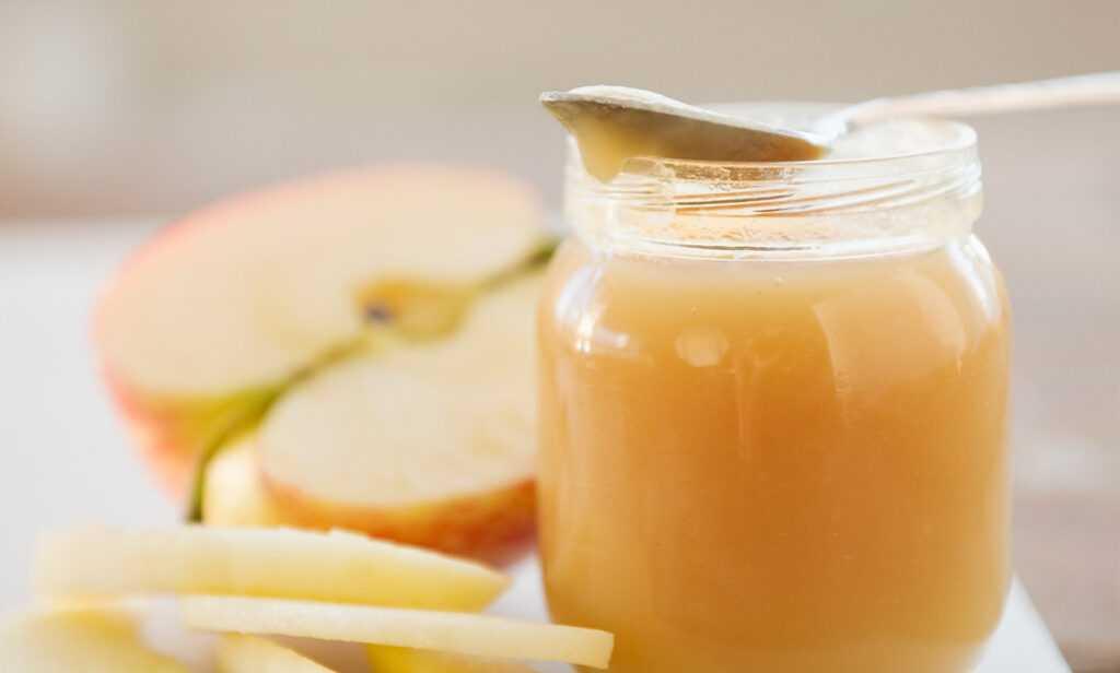 Первый прикорм фруктовым пюре: когда и как вводить ребенку, какие фрукты можно давать