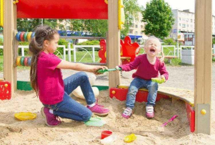 Драка на детской площадке: быть или не быть? - беременность