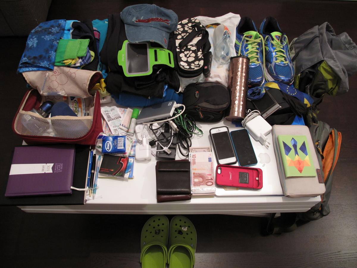 Собираемся с детьми на отдых  за границу – список незаменимых вещей и перечень бесполезных