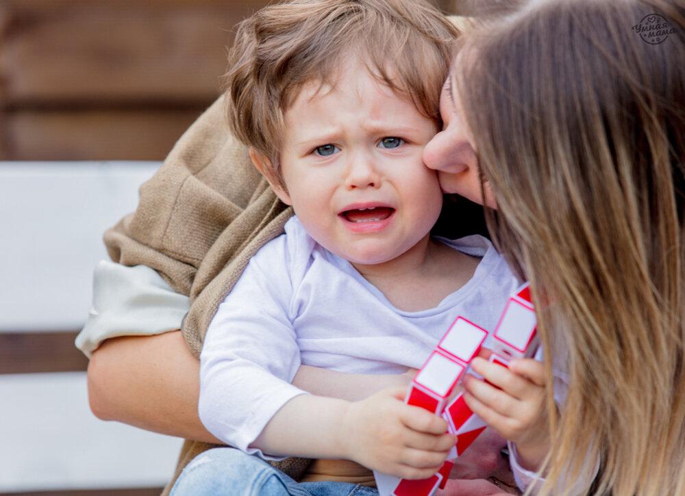 Почему малыш ведет себя с мамой плохо, а с другими — хорошо?