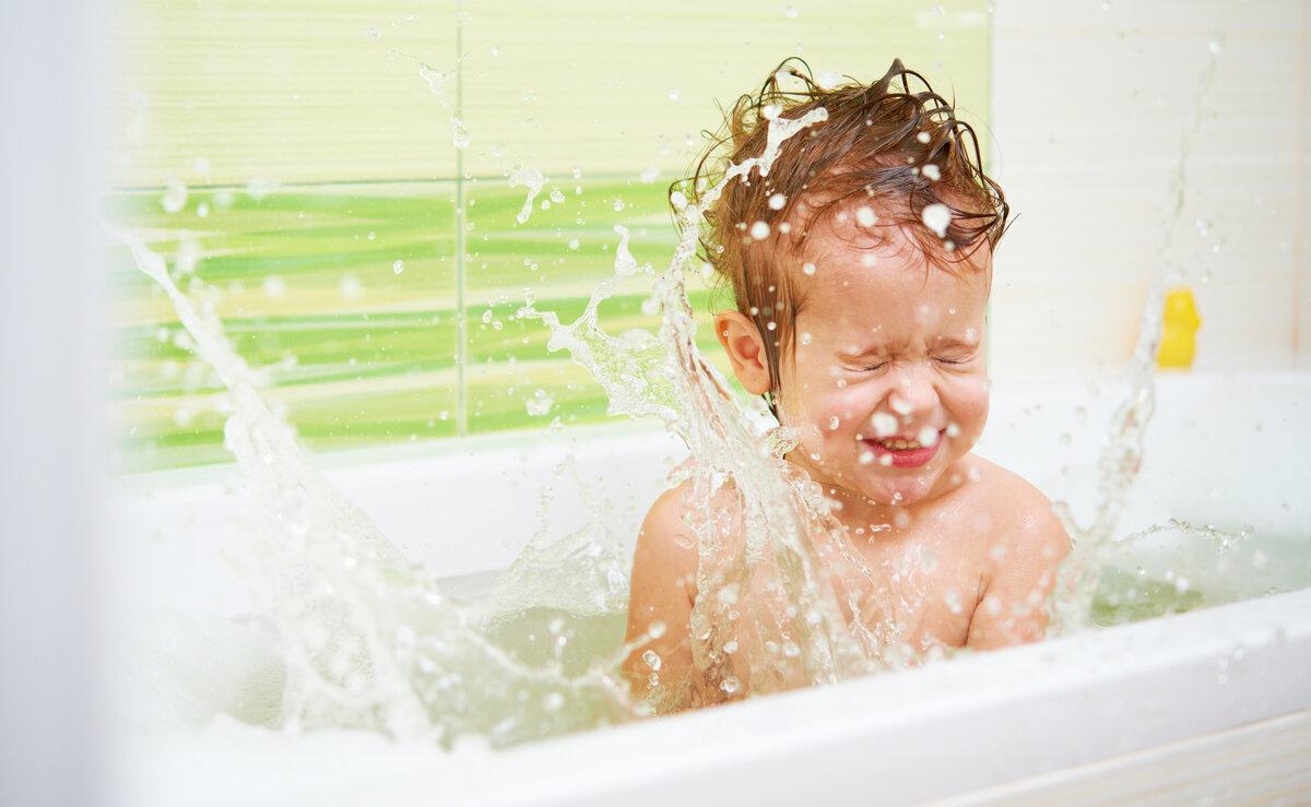 Что делать, если ребенок боится воды: советы психолога