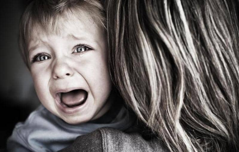 Ребенок не хочет ходить в садик и плачет — что делать, советы психолога