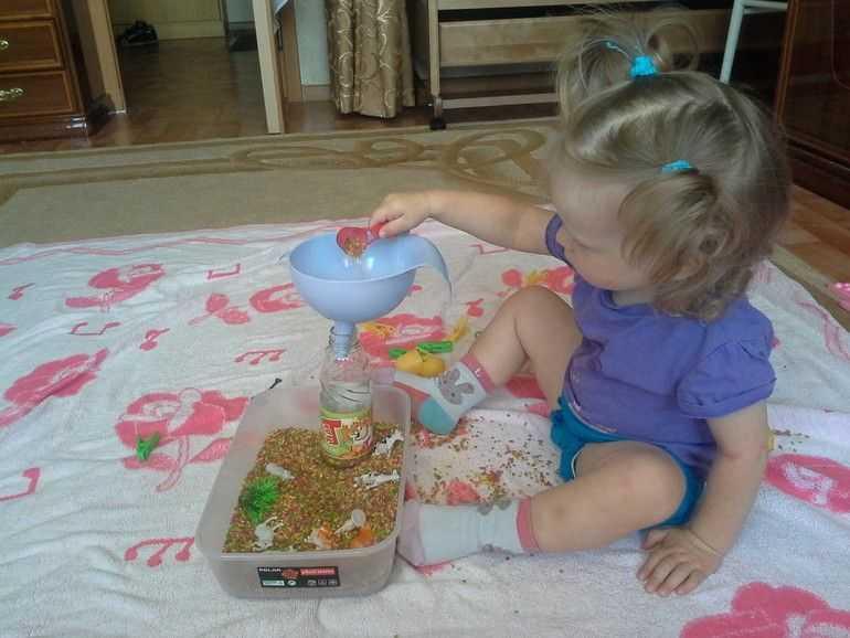 12 идей чем занять ребенка в 2 года дома, пока мама занята?