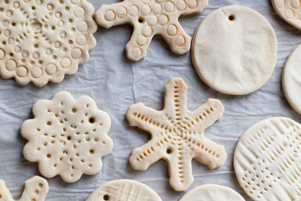 Тесто для лепки для детей своими руками. рецепт с солью, клеем пва, крахмалом, цветное