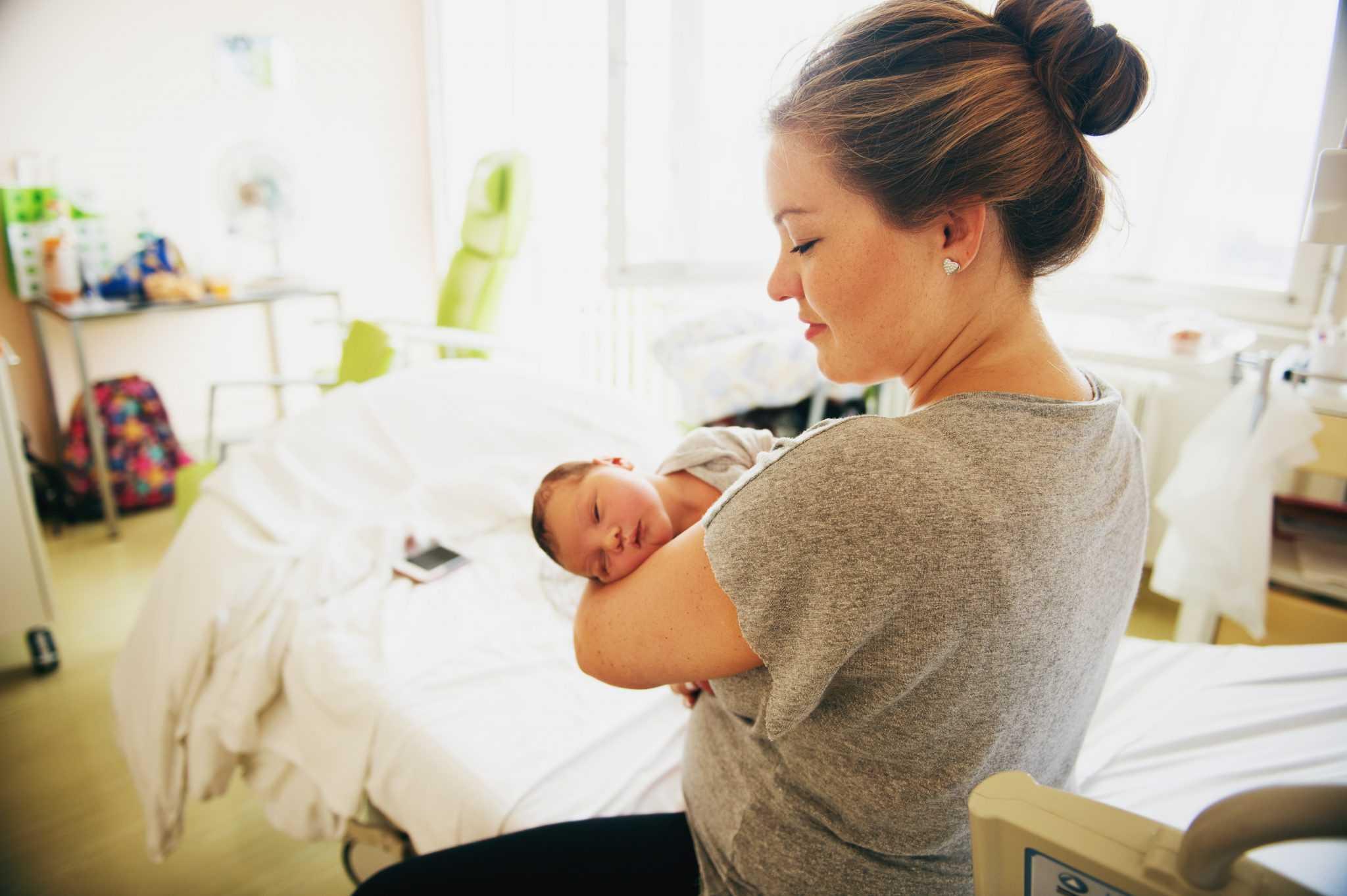 «новорожденный малыш заразился от матери». как лечат от коронавируса грудных детей
