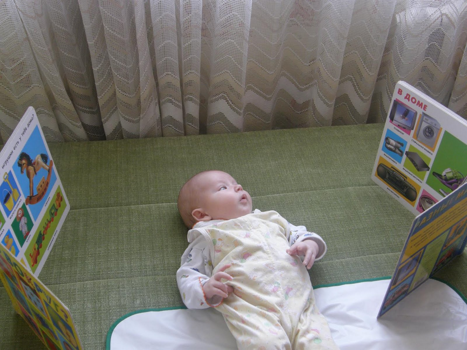Агу-уроки или во что играть с грудничком. занятия с новорожденным
