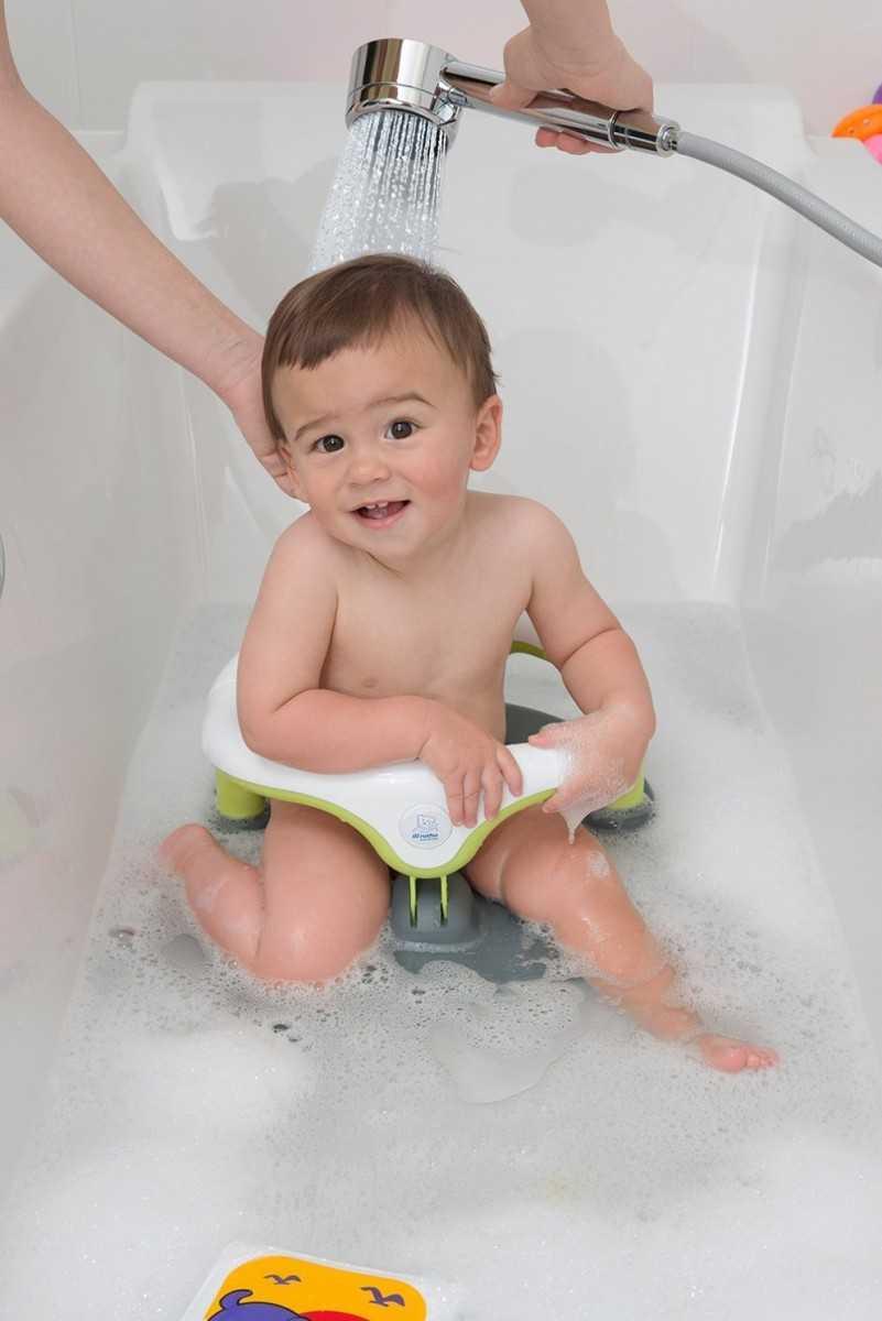 Для безопасности и удобства: выбираем стульчик для купания малыша в ванной