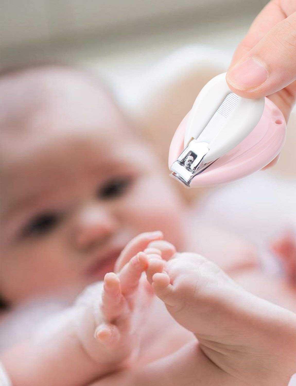 Как правильно подстричь ногти новорожденному.