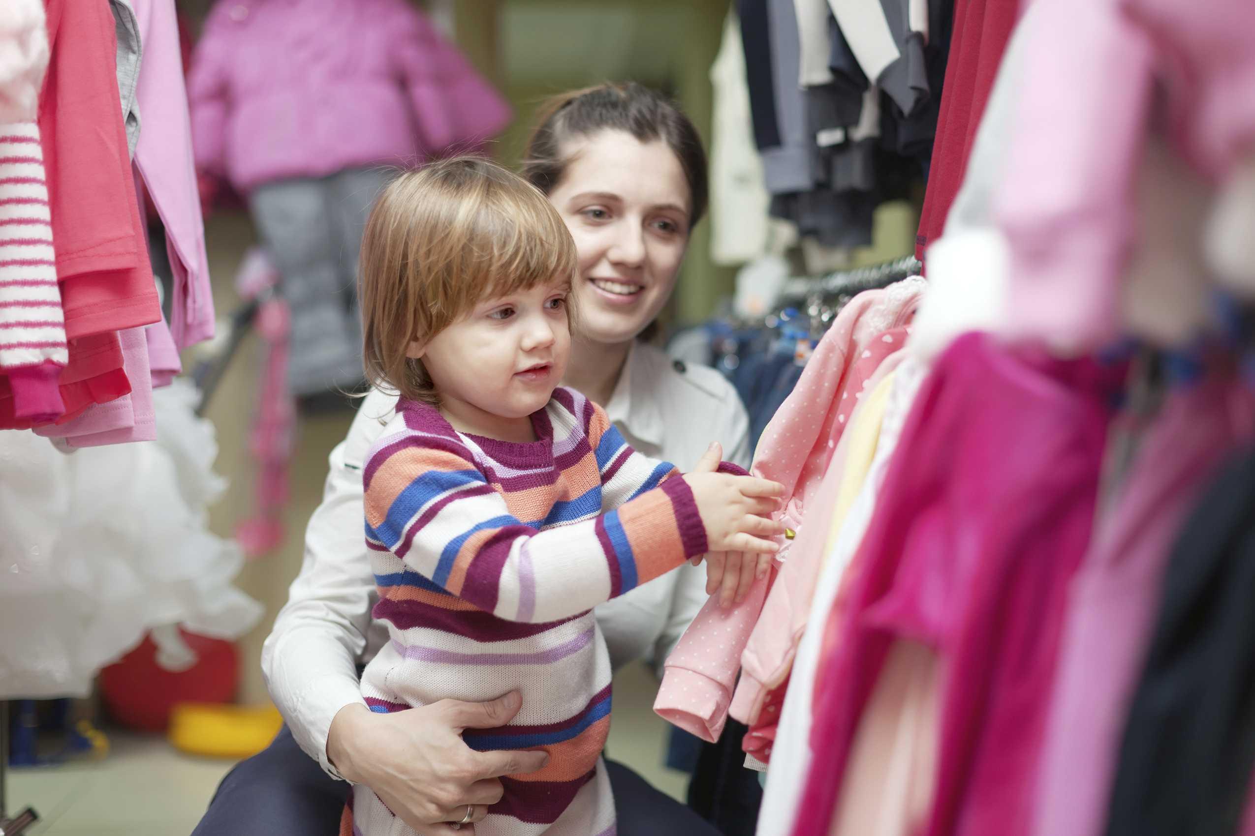 Стильные мамы с детьми. базовый гардероб для молодой мамы. советы стилистов. анализ образа жизни и основных занятий