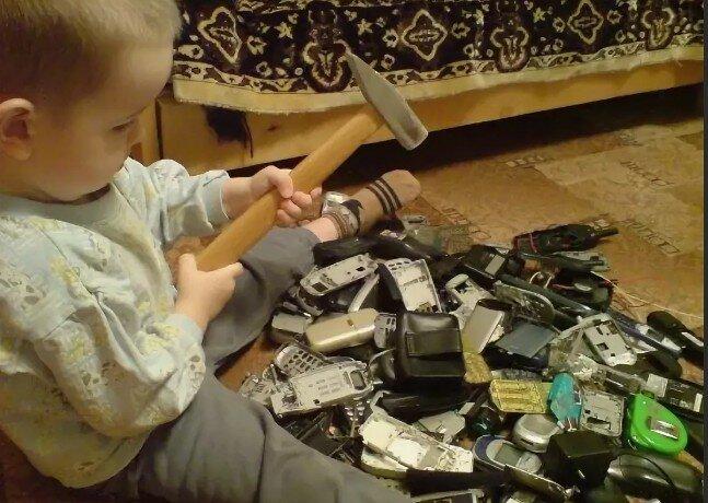 Ребенок ломает вещи специально