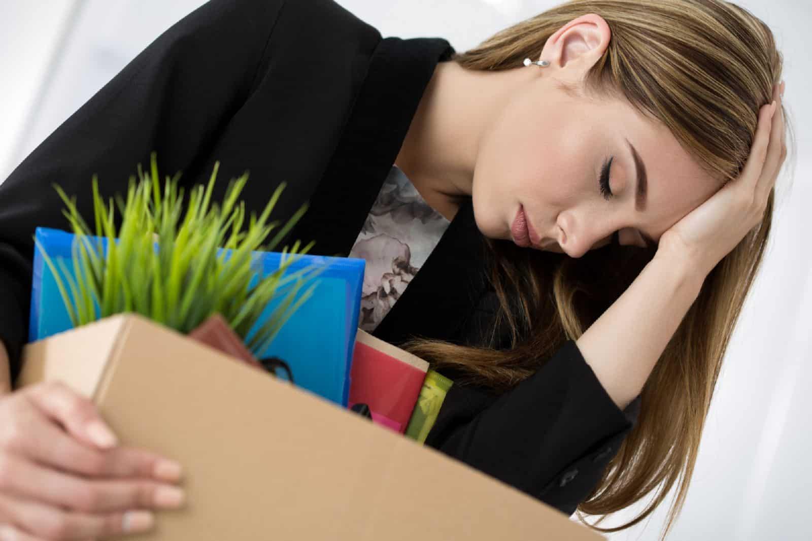 Можно ли уволить мать-одиночку - когда возможно, трудовые гарантии, с несовершеннолетним ребенком, сокращение, прогул, ликвидация предприятия, как оспорить